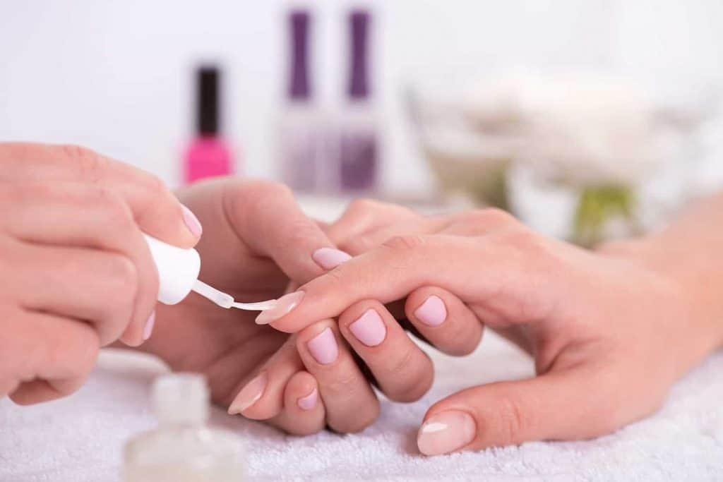Manicura y esmalte de uñas